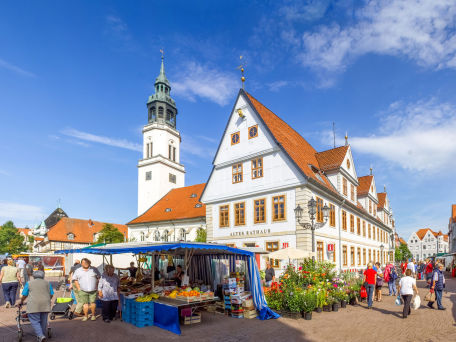 Altes Rathaus und Stadtkirche Celle - © pure-life-pictures/Fotolia.com