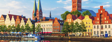 Promenade an der Trave in Lübeck - © scanrail / 2016 Thinkstock.
