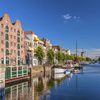 Mittelalterliche Häuser am Kanal in Delfshaven - © DutchScenery / 2016 Thinkstock.