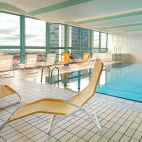 Pool des Panorama Hotels in Prag - © vojtechvlk