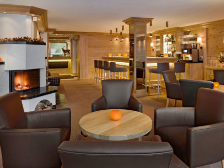Bar und Kaminzimmer des Hotel Holiday in Zermatt