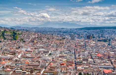 Blick auf Quito vom Panecillo-Hügel - © griot.communications/Fotolia.com